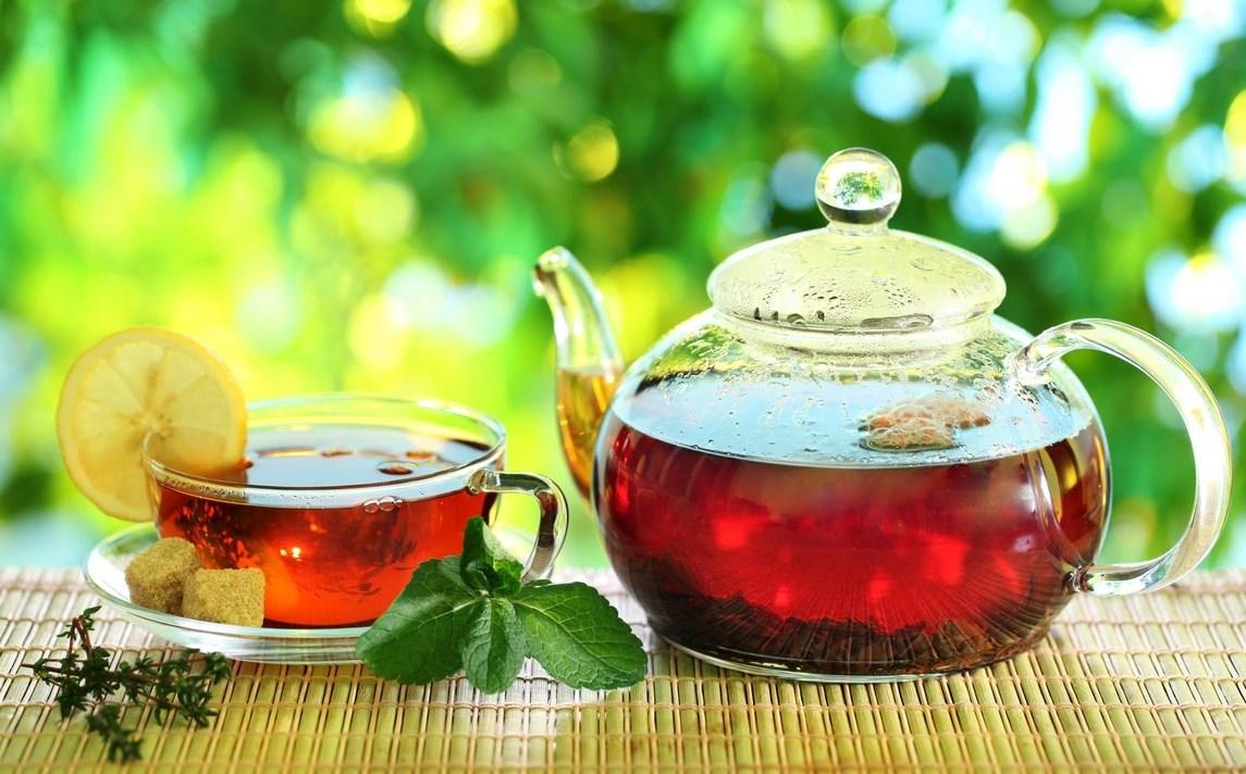 Першит в горле чай с мятой