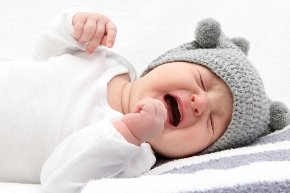 Сухой кашель ребенок плачет