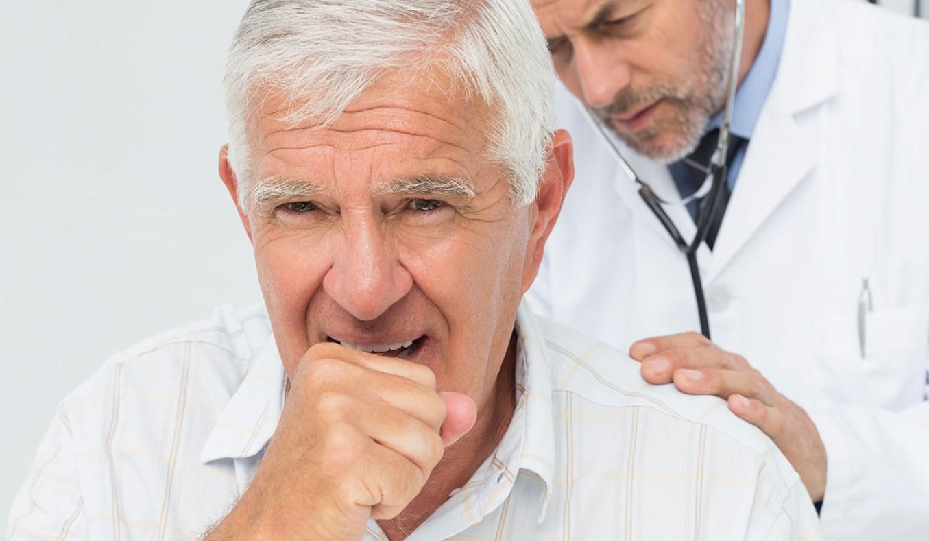 Осмотр у врача кашель