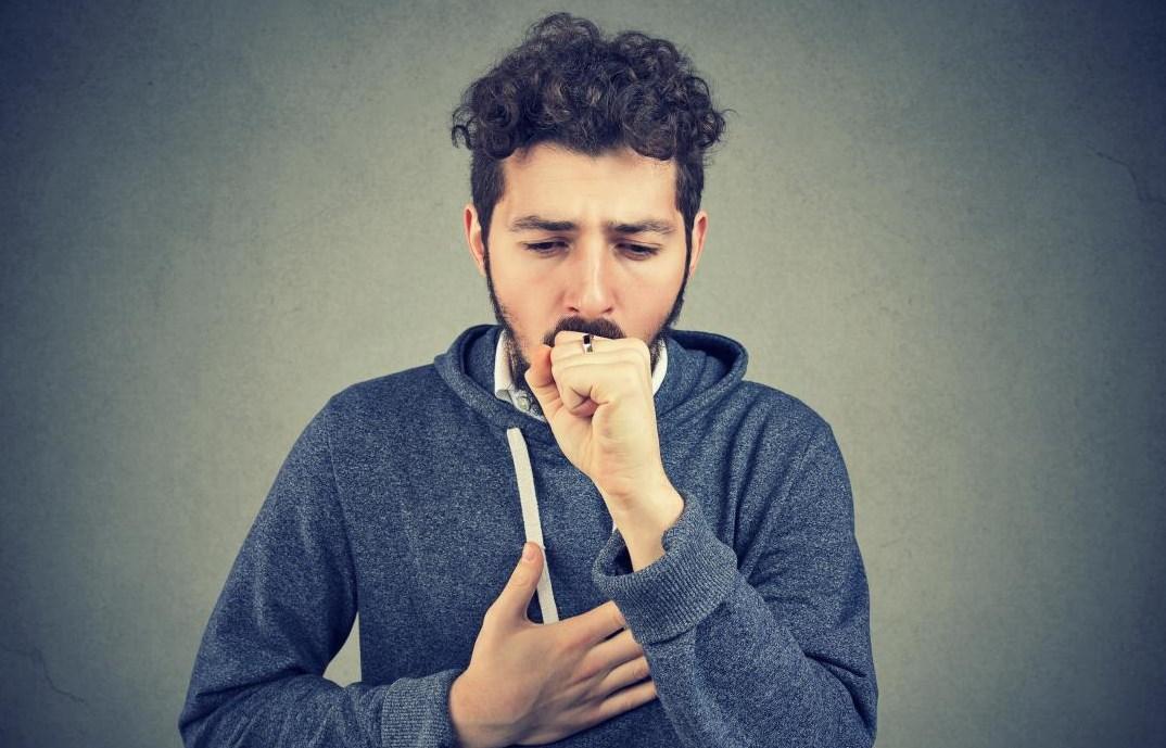 Сухой кашель у мужчины