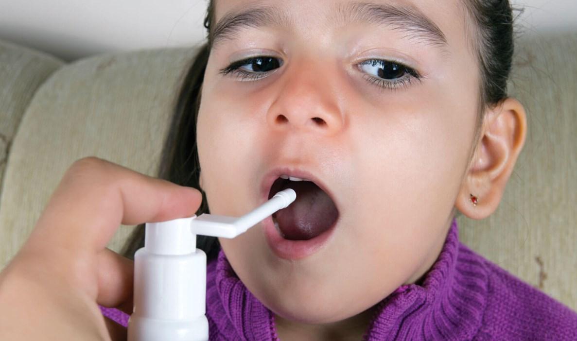 Лечить горло ребенку